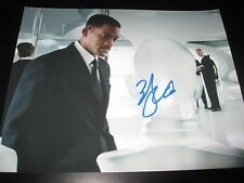 WILL SMITH SIGNED AUTOGRAPH 8x10 PHOTO MEN IN BLACK ROBOT PROMO SHOT BLACK SUIT