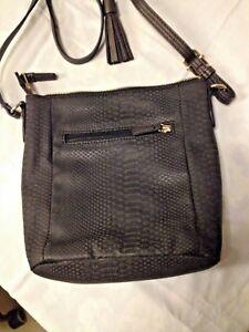 Tasche-Schulter-Laenge-verstellbar-Marke-schwarz-teilw-metallicOptic-24x24-cm