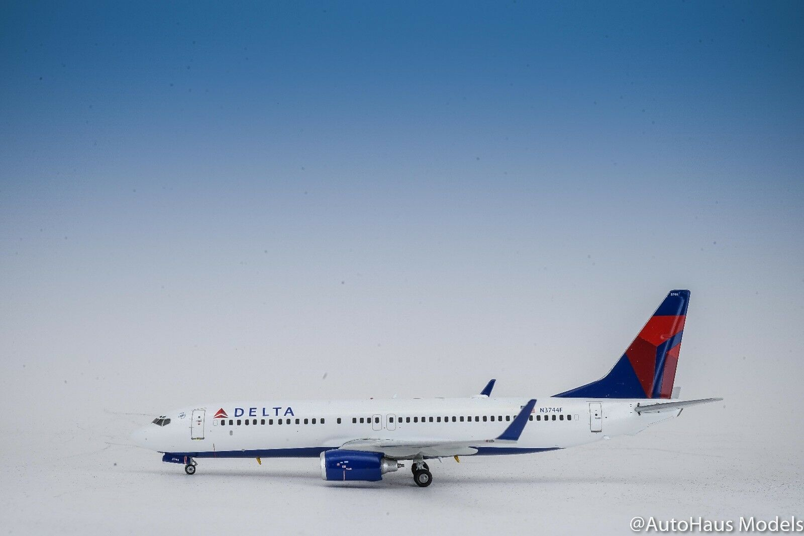 1 200 GEMINI JETS 200 DELTA AIRLINES BOEING B737-800 sold out