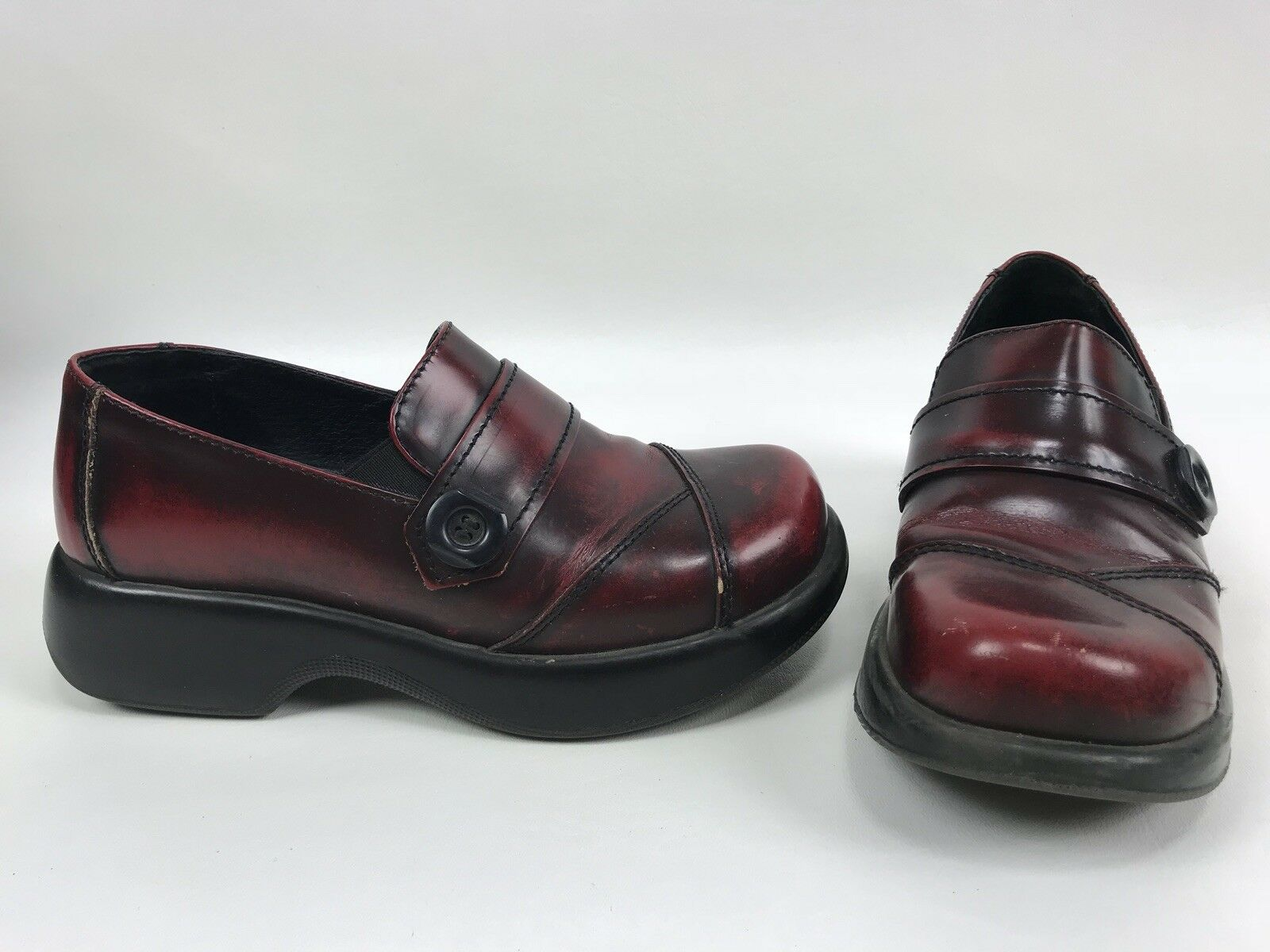 Dansko Womens 37 6.5 - 7 Red Rub Leather Button Loafer Clog Occupational Career