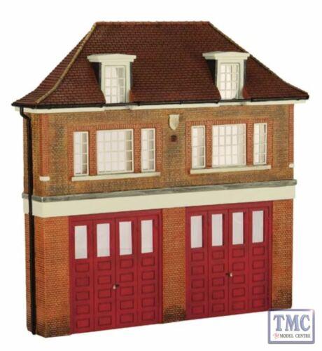 44-240 Bachmann Scenecraft OO//HO Gauge Low Relief Fire Station
