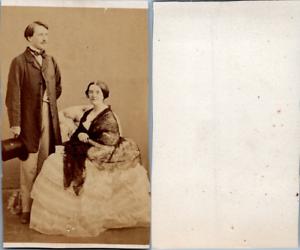 Couple-en-pose-circa-1860-CDV-vintage-albumen-Femme-en-robe-blanche-et-chale