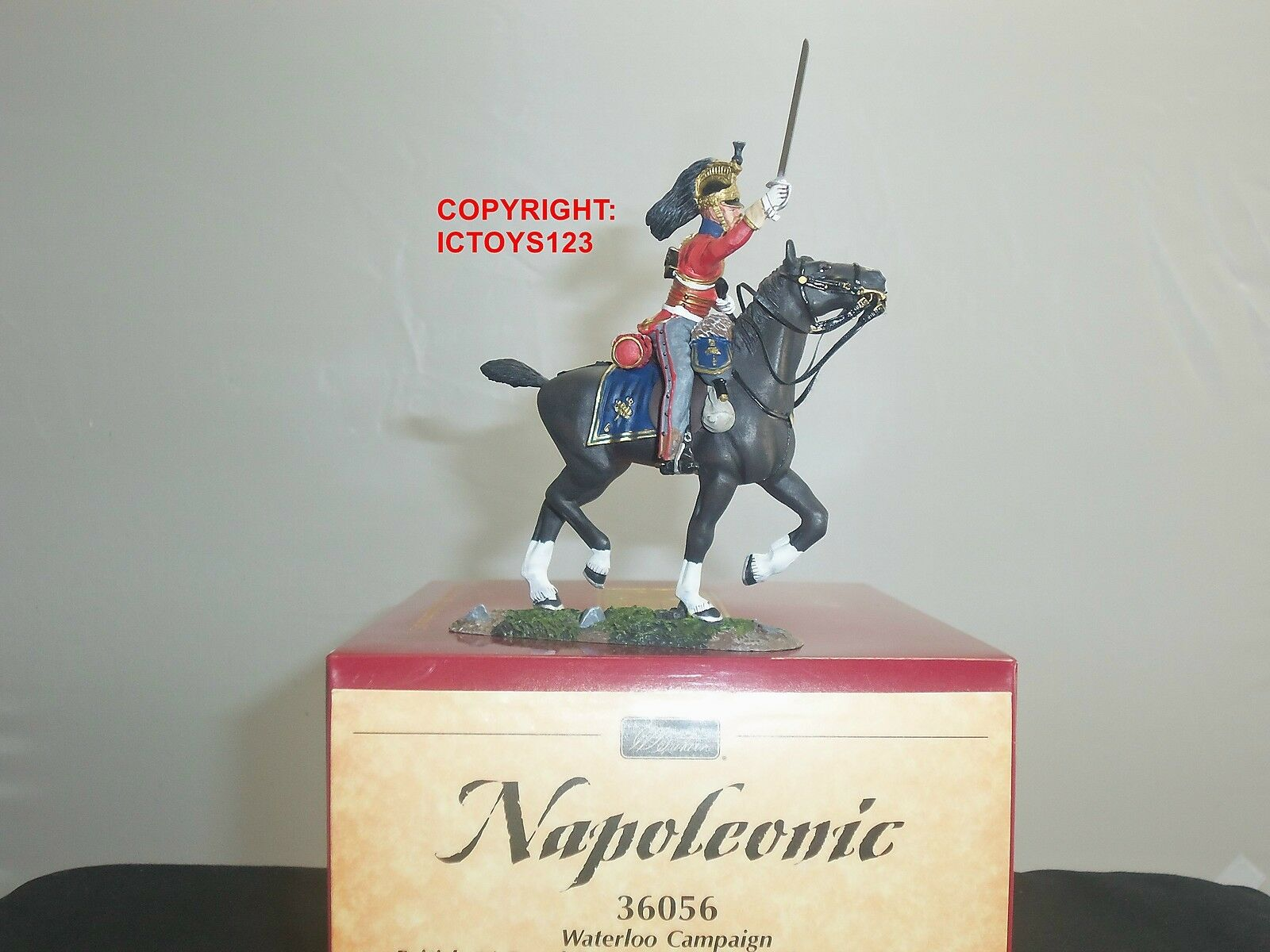 BRITAINS 36056 BRITISH 1ST ROYAL DRAGOONS MOUNTED OFFICER CHARGING TOY SOLDIER 1