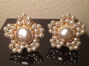 LARGE-Vintage-MIRIAM-HASKELL-Pearl-Cluster-FLOWER-EARRINGS-clip-on-SIGNED