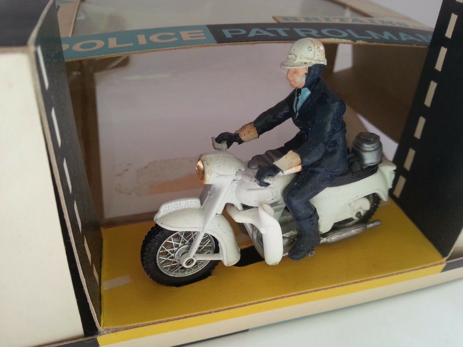 BRITAINS RARE POLICE PATROLMAN With Loud Hailer MOTORCYCLE 9697 Nr MINT BOXED
