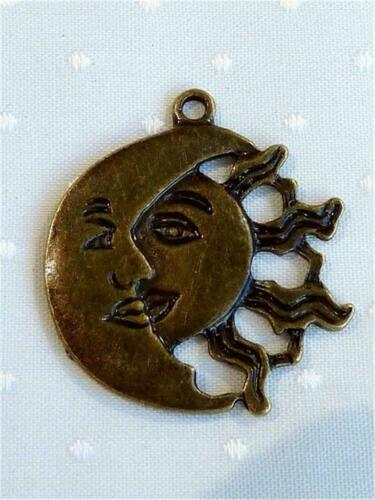 P922...PACK OF 10 ANTIQUED BRONZE PENDANTS or CHARMS SUN /& MOON