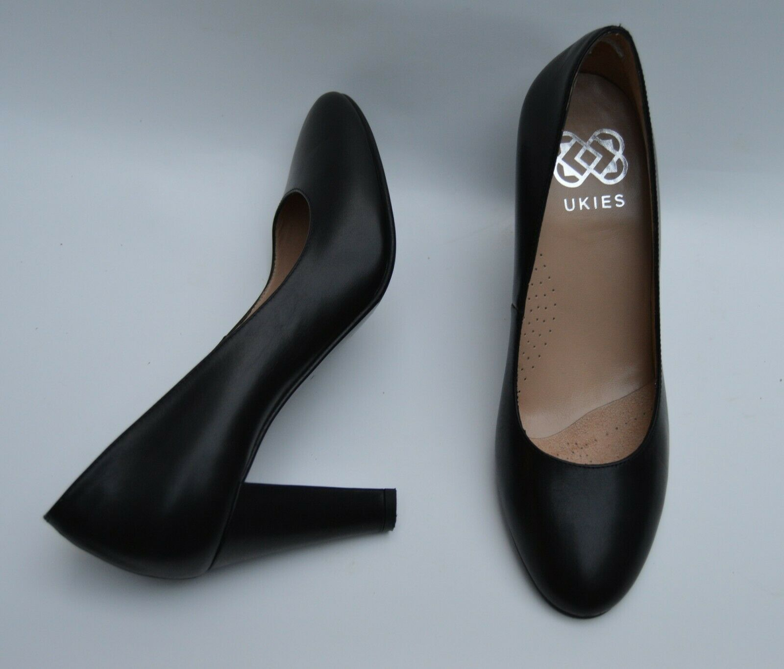 UKIES Marine solid black women's pump shoes Size 7M Made in Spain Nano Gel