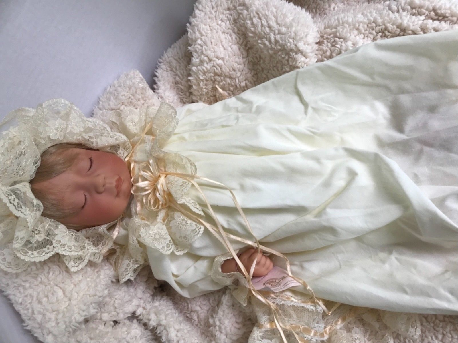 "Lee Middleton Baby Doll Whisper 21"" W Box and COA  (AA)"