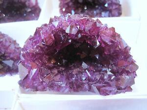 1-Stueck-Alaun-Kristalldruse-synthetisch-Farbe-Amethyst-Geode-Stufe