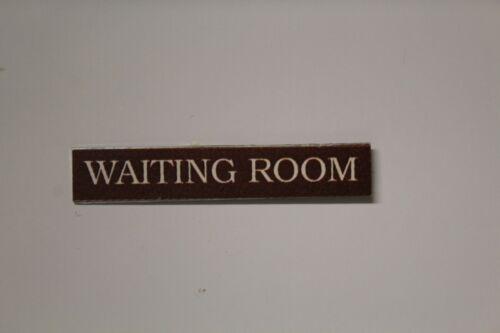 Metal Sign = sala de espera Casa De Muñecas