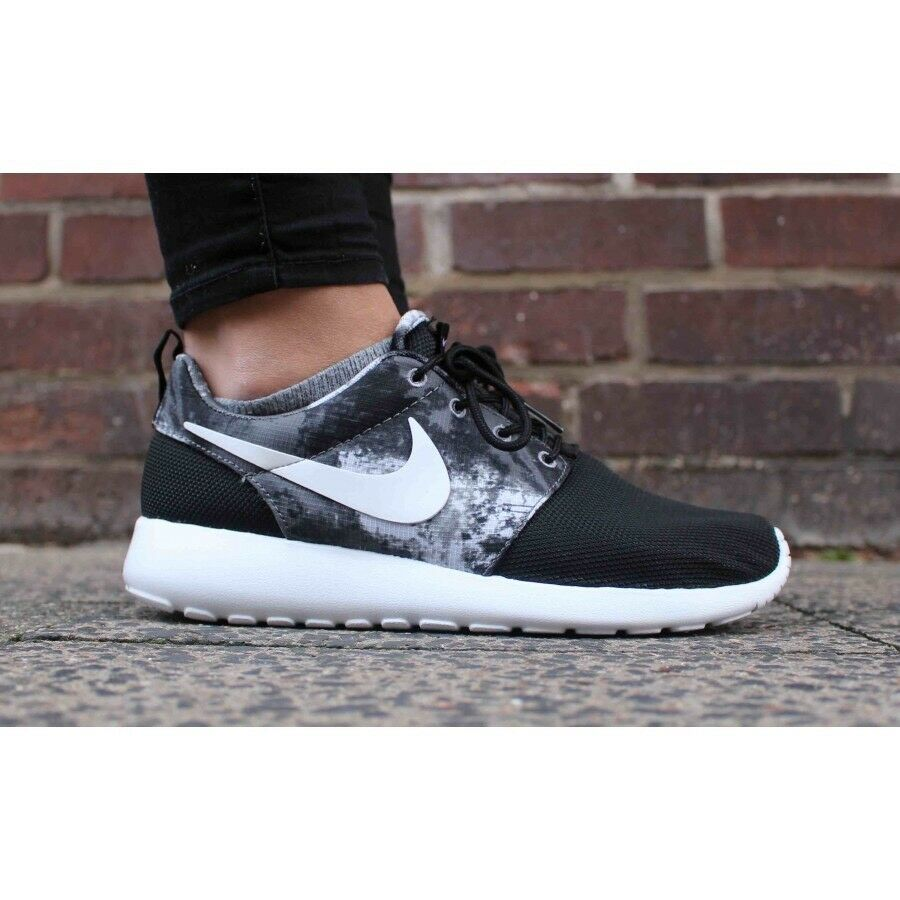 Nike roshe correre impronta balck-white-mitallic platino le scarpe da corsa