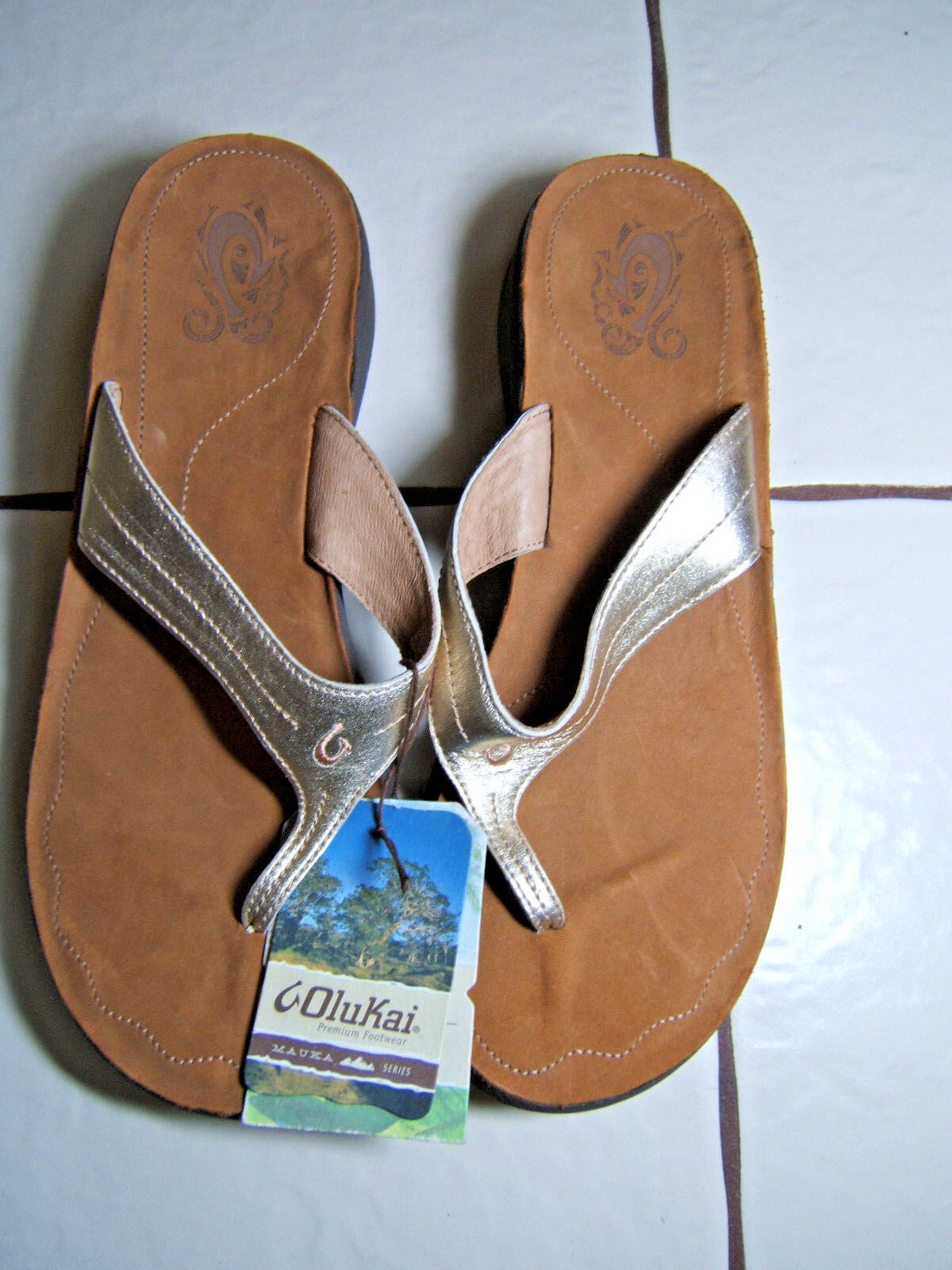 Olukai Womans gold Thong Sandals Suede Sole Lani Mica Summer Size 11 Wedge