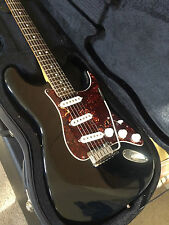 """Precio Especial: EE. UU. Fender American Stratocaster"""" """"N"""","""" número de serie en un nuevo caso"""
