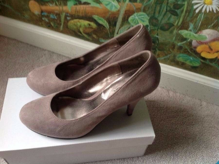 Glow Jeans Textile Taupe Heel Sandals shoes Size 8M New