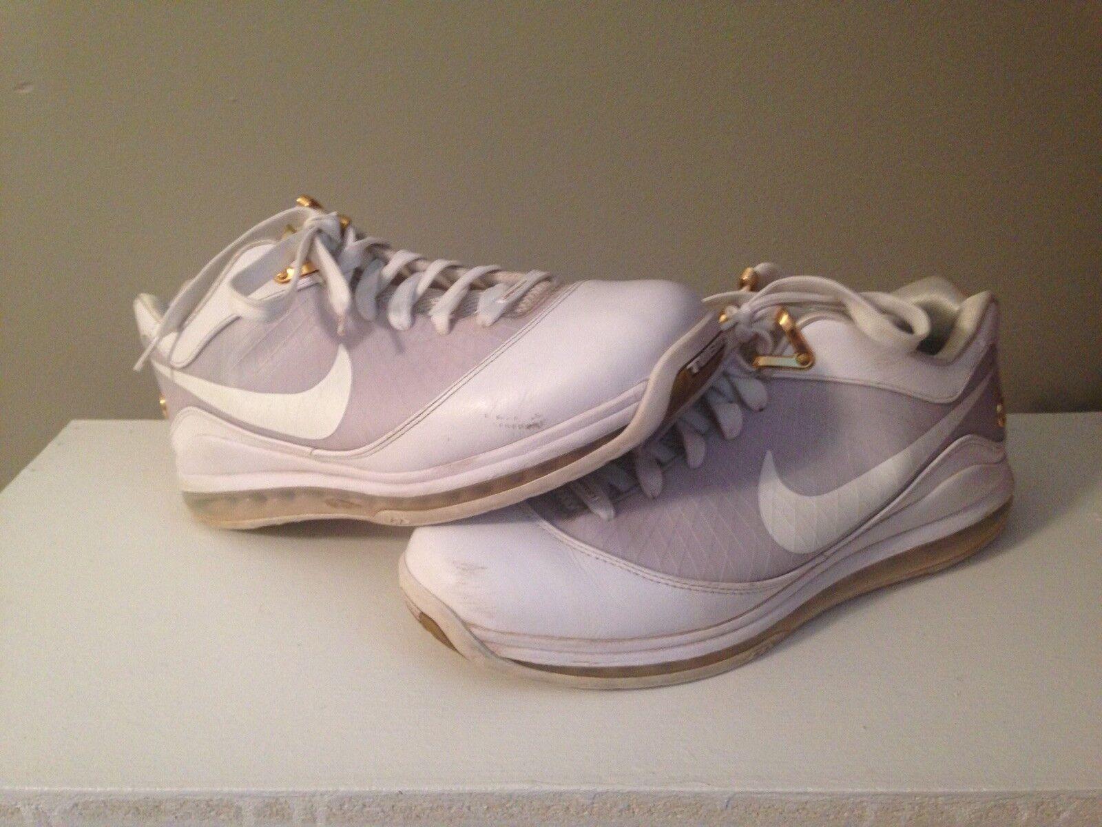 Lebron 7 bianco / mettalic oro nike scarpe da basket 44