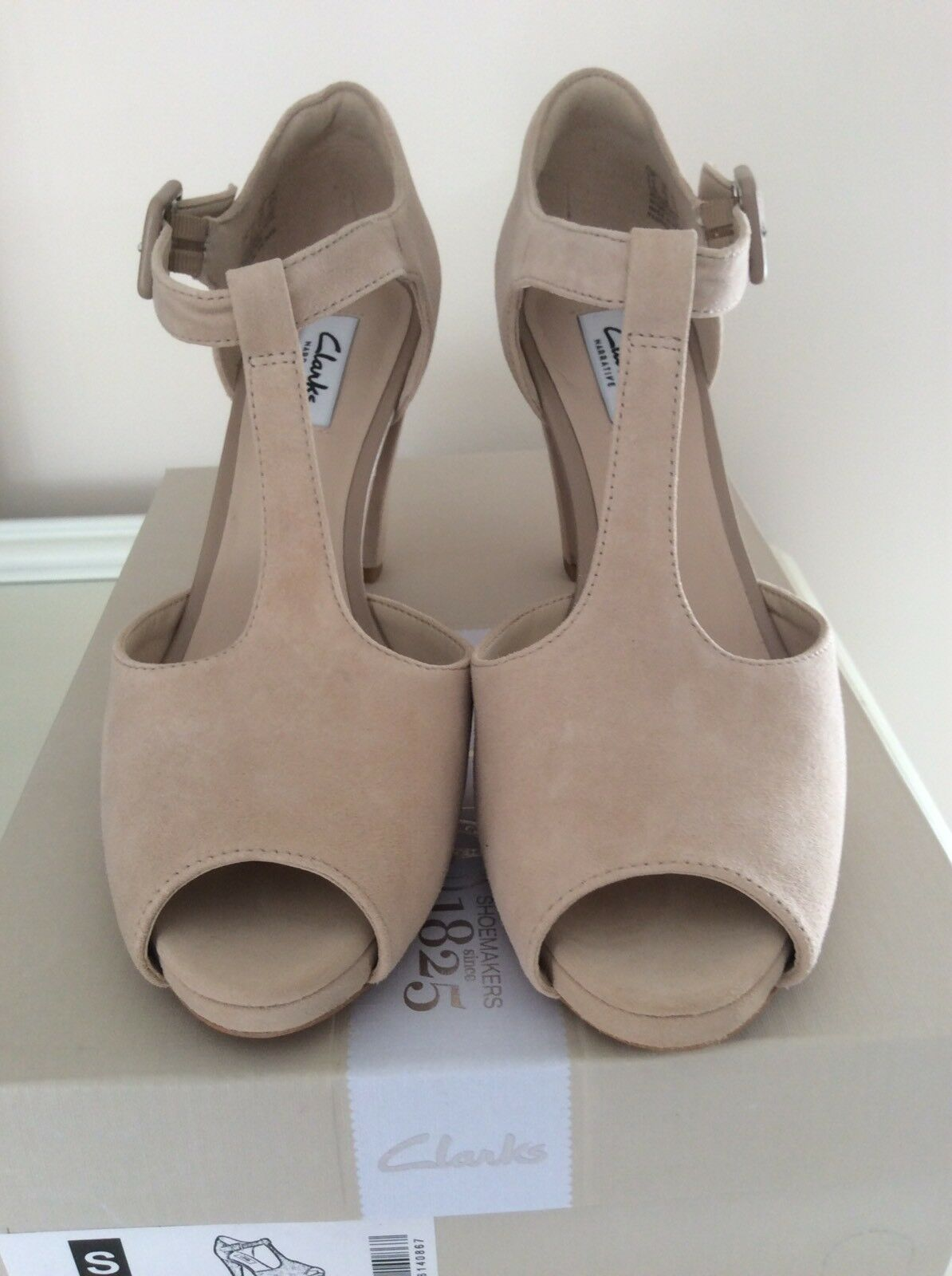 Clarks Natural Suede Kendra Flower Sandals Size 6 New