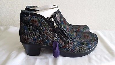 New Alegria Hannah multi dot floral booties. sz39. RT$149. Authentic!