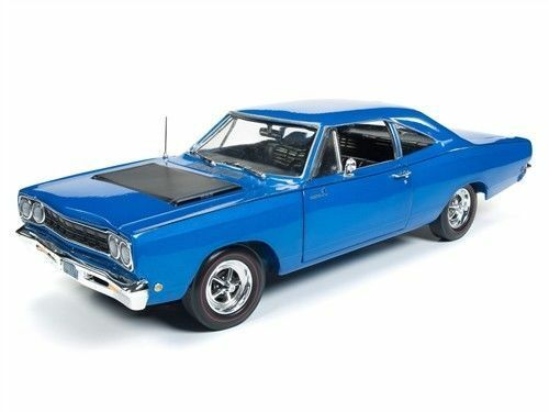 AUTO WORLD 1 18 1968 Plymouth Road Runner 50th Anniversaire Looney Tunes AMM1125