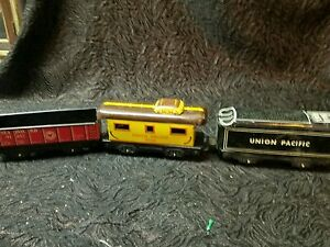 MARX-TIN-LITHO-O-SCALE-UNION-PACIFIC-3824-CABOOSE-and-tender-551-and-sea-board-9