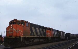 CN-CANADIAN-NATIONAL-Railroad-Locomotive-Freight-Train-Original-1973-Photo-Slide