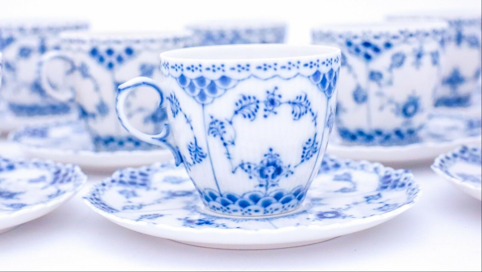 Image 4 - 12 Cups & Saucers #1035 - Blue Fluted Royal Copenhagen Full Lace - 1:st Quality