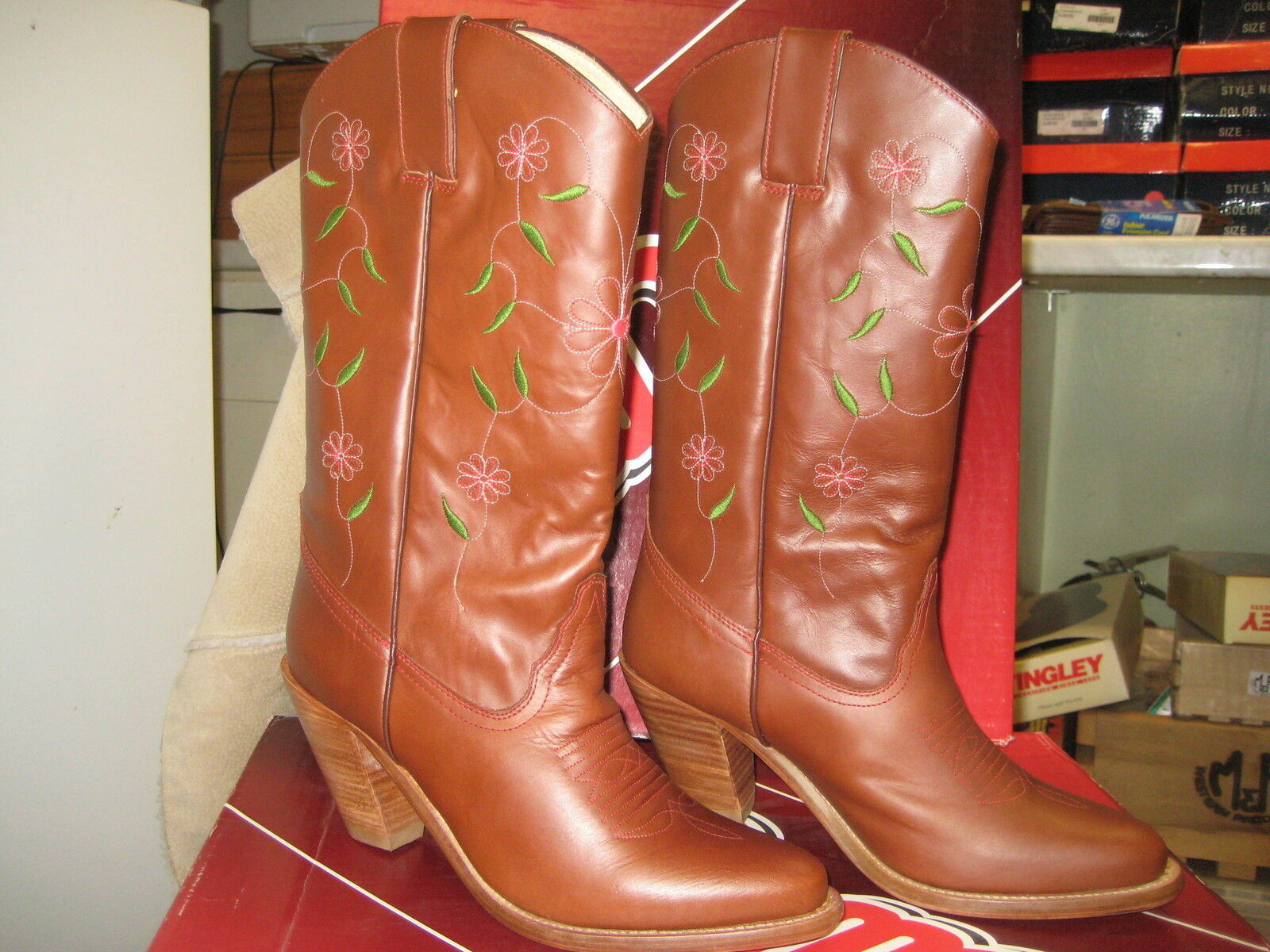 Dingo Womens DI725 brown flower Size 7.5 M NEW