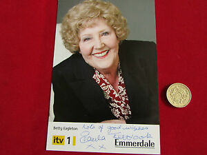 Paula-TILBROOK-Betty-EAGLETON-Original-EMMERDALE-hand-signed-picture
