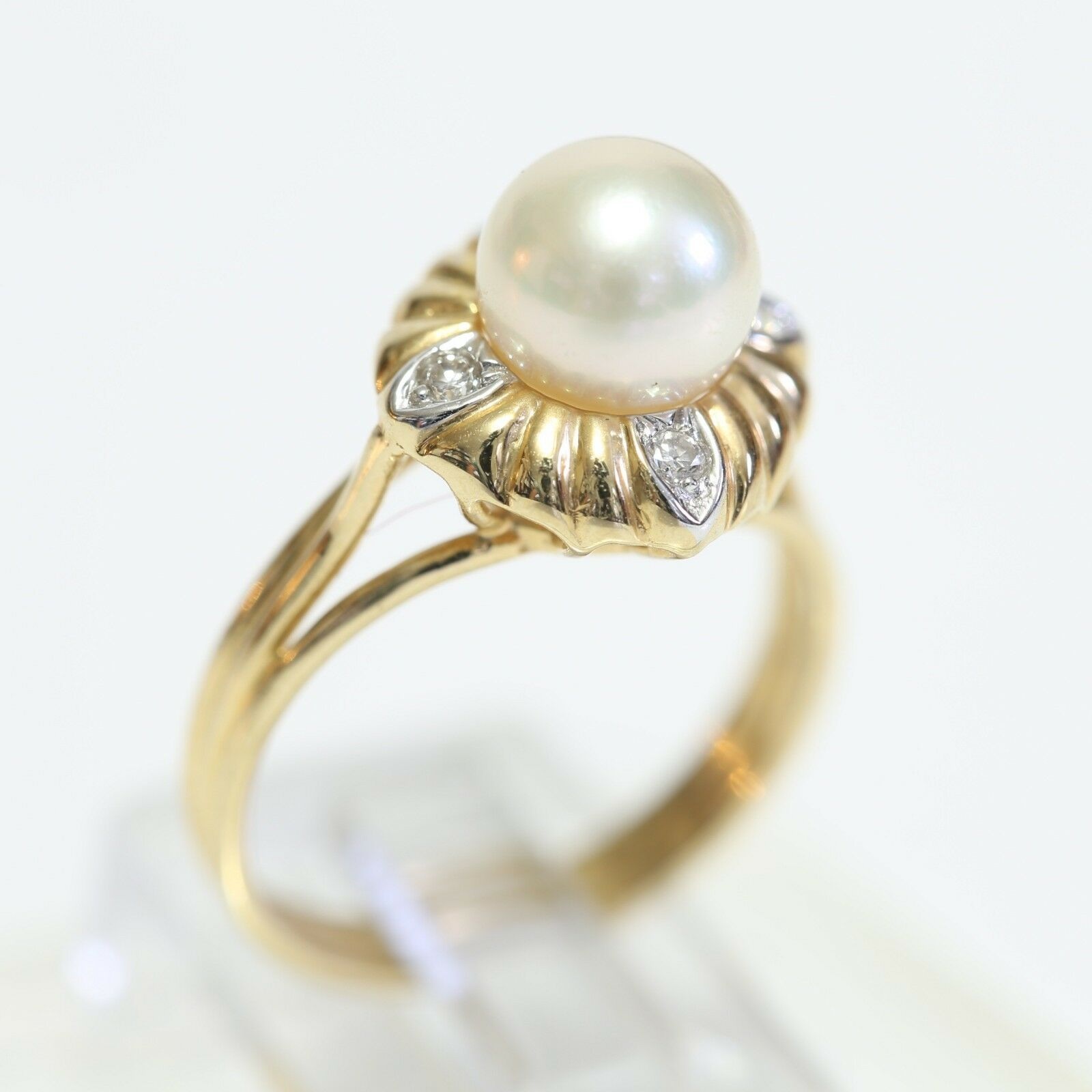 VINTAGE SOLID 18K gold & PEARL RING w DIAMOND ACCENTS, 3.9 grams, size 6.25, EXC