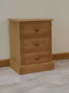Pine Woodstock   3 drawer bedside Wooden Knobs Traditional