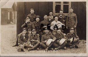 Soldier-group-regular-battalion-Somerset-Light-Infantry-1931-in-hutted-camp