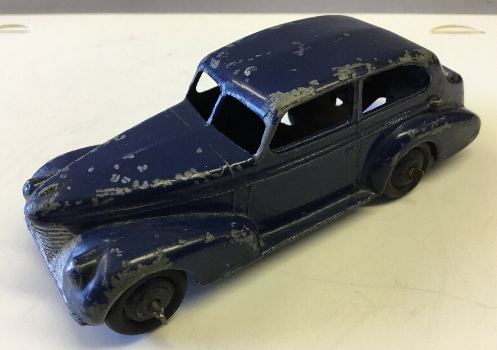 DINKY TOYS 39b OLDSMOBILE OLDSMOBILE OLDSMOBILE 6 SEDAN.DARK blueE.ORIGINAL WITH MODERATE PAINT WEAR 29ae41