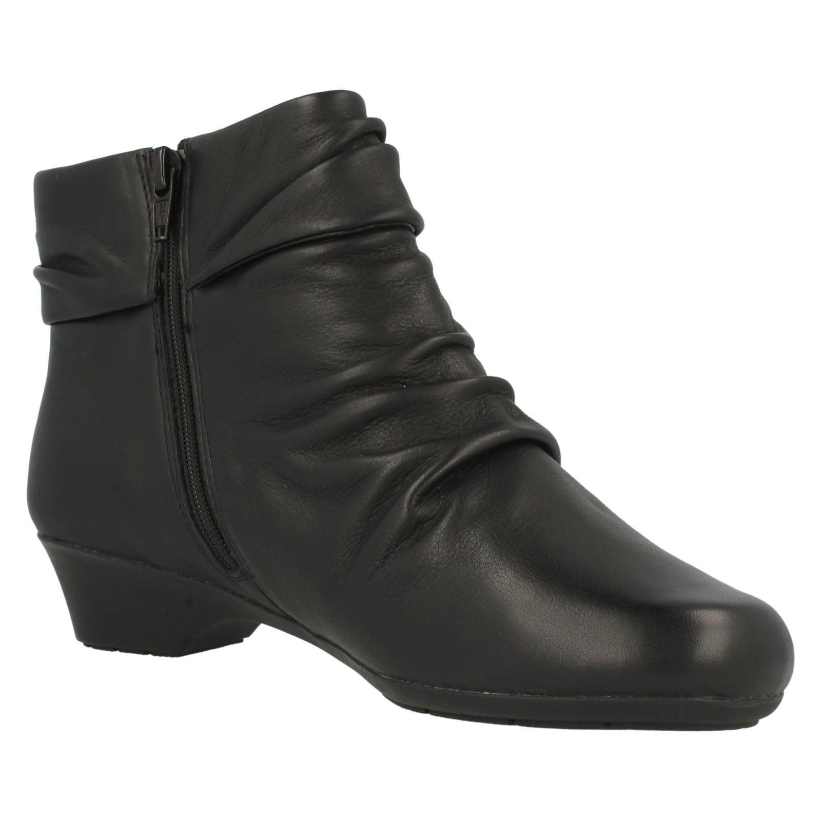 Zapatos especiales con descuento Clarks' Merrian LYN ' DE PIEL NEGRAS CON CREMALLERA 3.2cm tacón en bloque