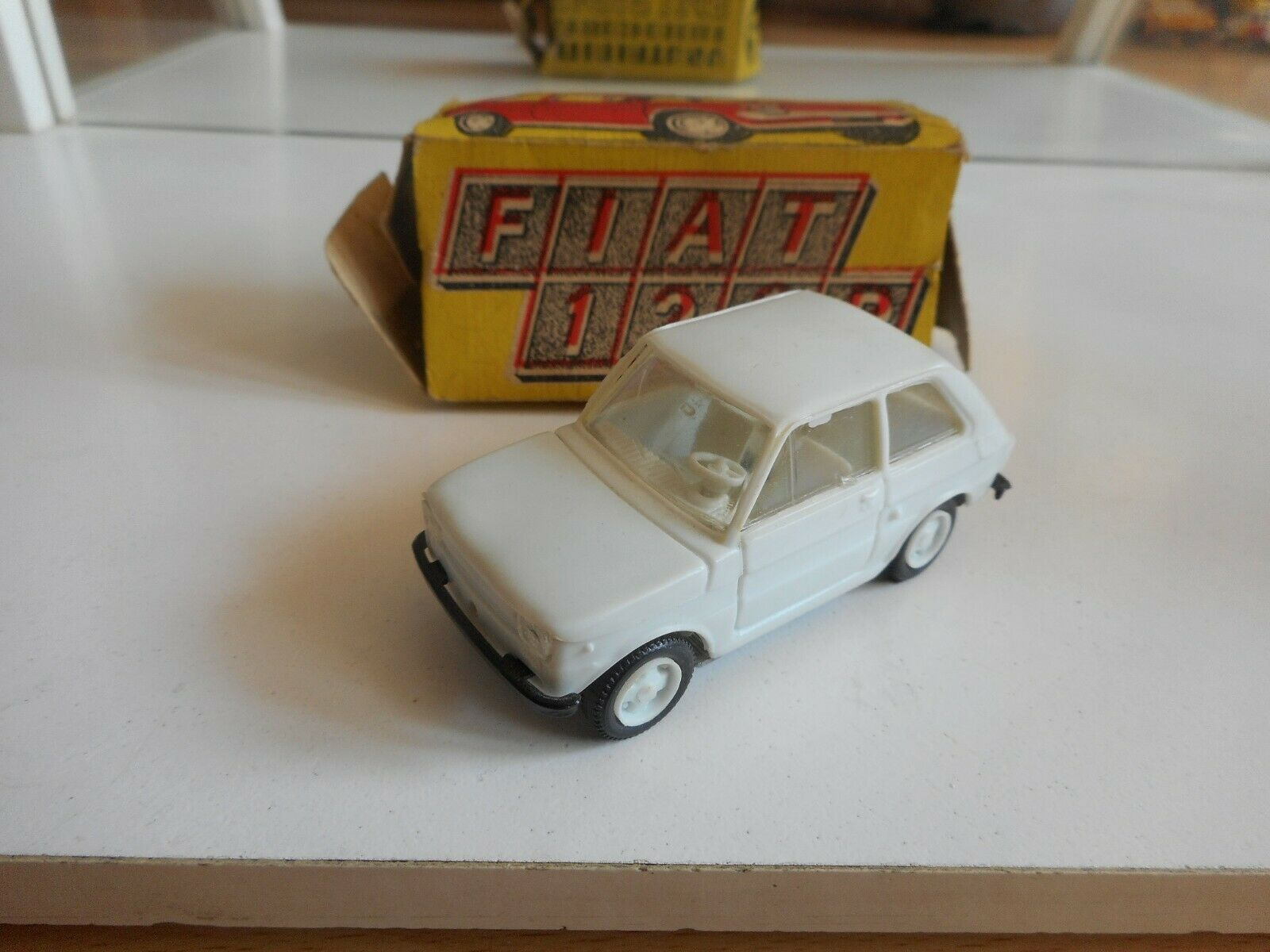 Estetyka Fiat 126 P in White on 1 43 in Box