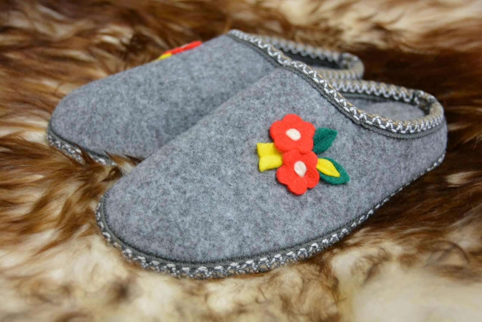 HAND-MADE Womens/Ladies Felt Slippers Moccasins Size 3 - 8