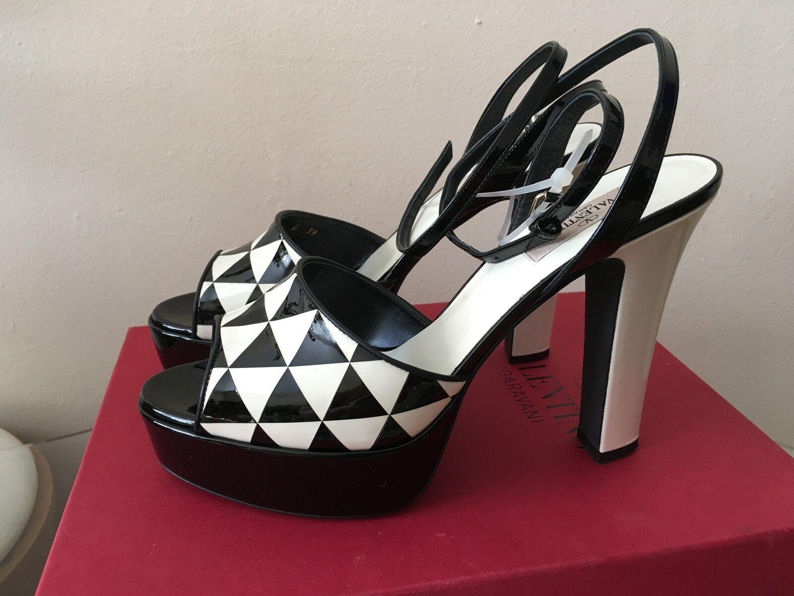 Luxury NEW Valentino Garavani Shiny Fever Patent Leather Sandals     1,095  9 50fc18