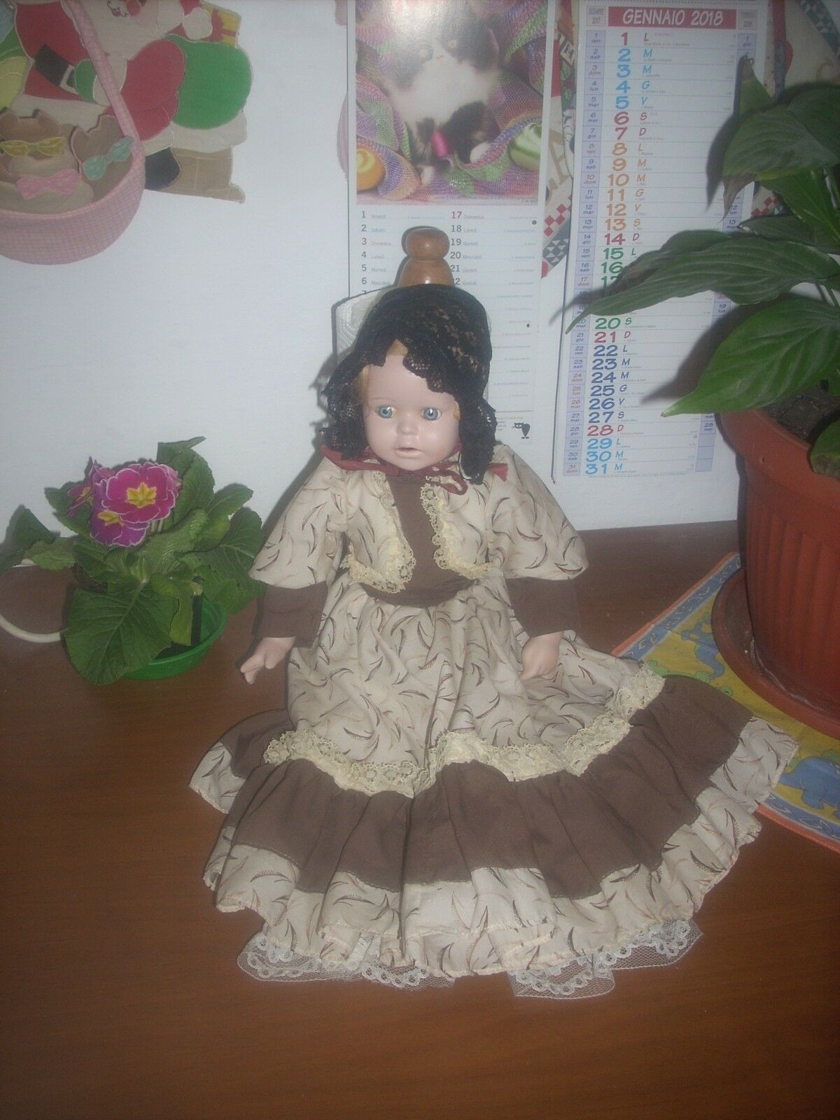 Bambola in porcellana o bisquit  con difetti cm.36 vintage leggi....