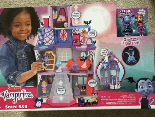 Disney Junior Vampirina Scare B/&B Playset Poppy /& Vampirina Figures Included New