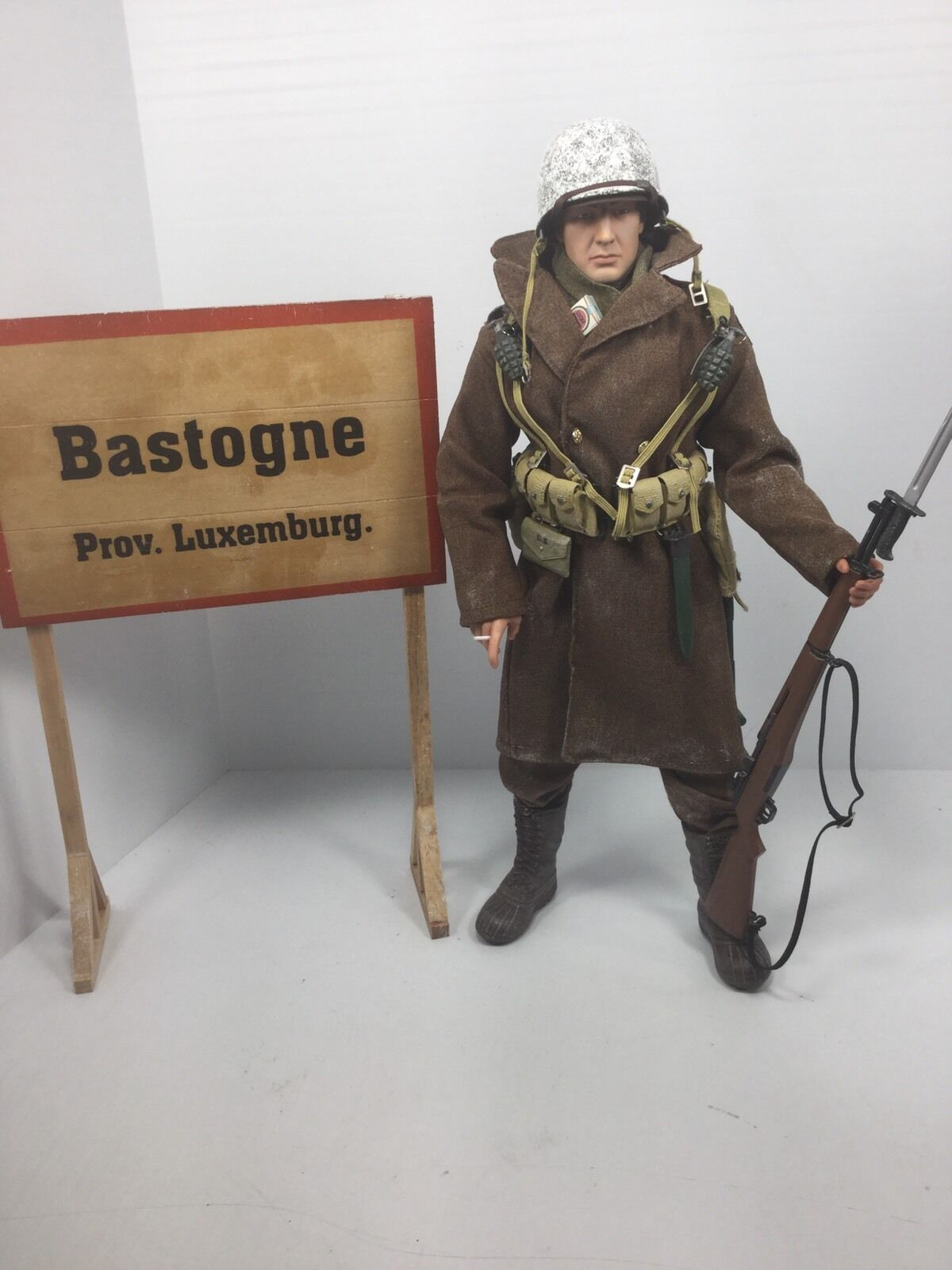 1 6 DRAGON US 101ST AIRBORNE PARATROOPER BASTOGNE + SIGN  BULGE  WW2 BBI DID 21