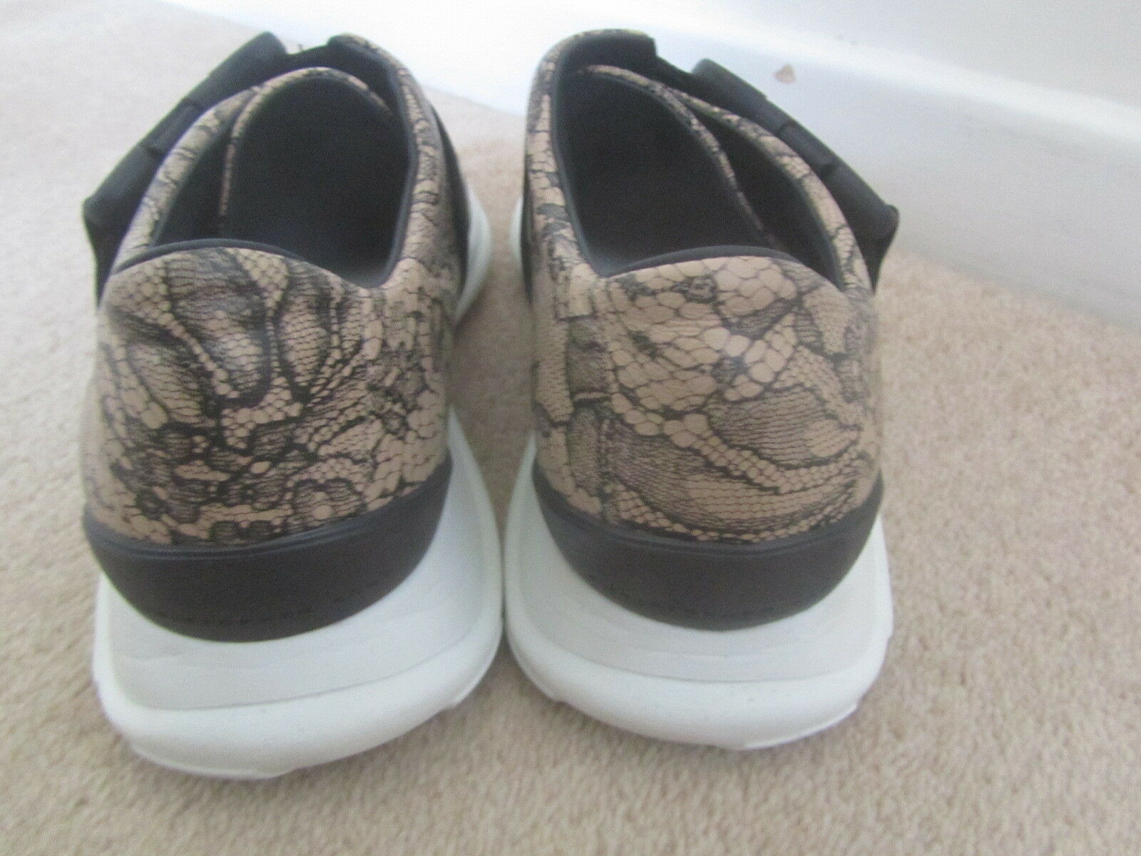 VGC NUDE CHRISTOPHER KANE BLACK & NUDE VGC LACE EFFECT TRAINERS SIZE 37 UK 4 9802b6