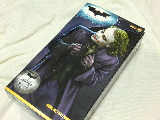 Medicom taten helden figur batman - the dark knight  joker