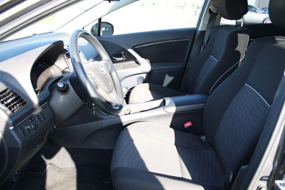 Toyota Avensis 1,6 VVT-i T1 stc. Benzin modelår 2012 km