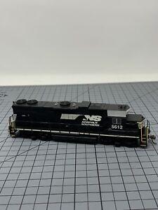 Bachmann-HO-Norfolk-Southern-EMD-GP38-2-Diesel-Locomotive-DCC-Equipped-5612-R07