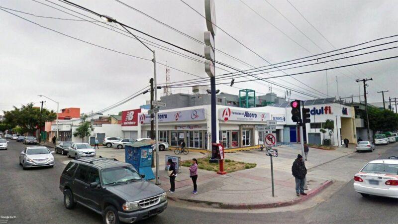 Se renta local comercial de 182 m2 en Zona Centro PMR-888
