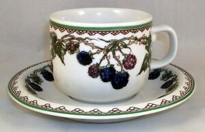Goebel-BROMBEERE-Cup-amp-Saucer-Set-GREAT-CONDITION