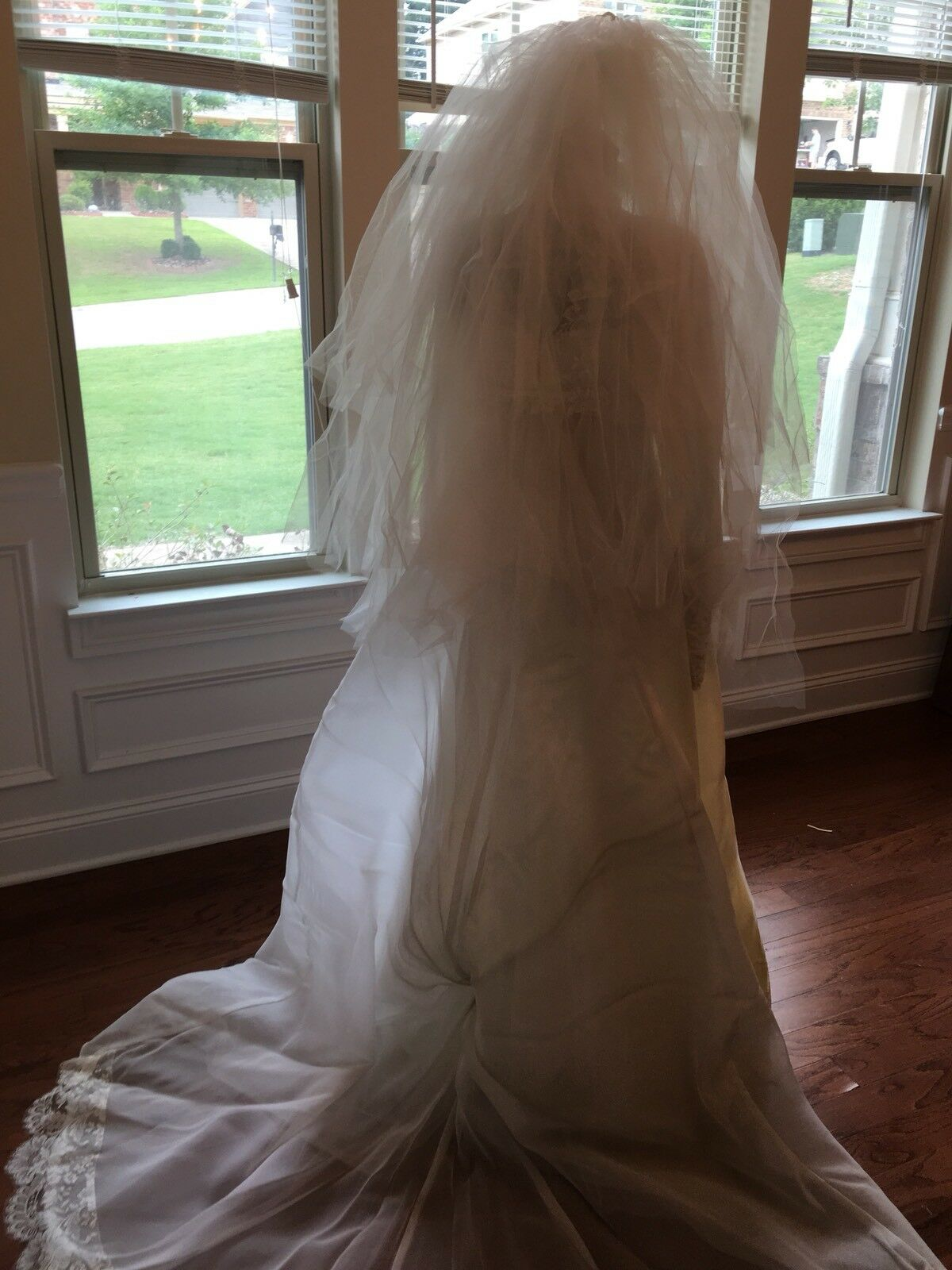Wedding Dress Gown Complete with Lace, Veil And V… - image 8