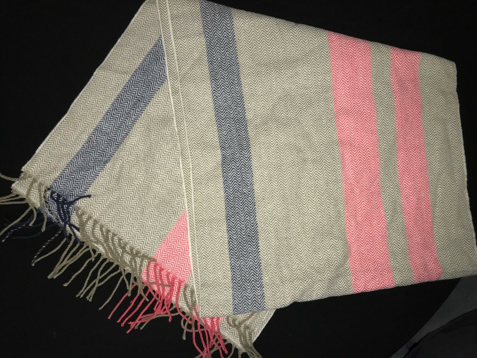 women's TOMMY HILFIGER winter VERY WIDE SCARF fringe trim one size SUPER NICE CO
