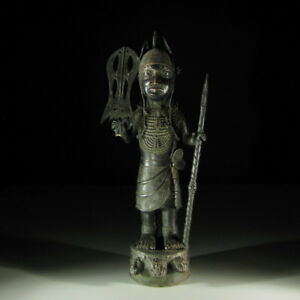 2411-Afrikanischer-Bronze-Wuerdentraeger-Nigeria-Afrika-KUNST