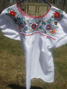 Puebla-Mexican-Blouse-Top-Shirt-White-Embroidered-Flowers-Floral-Medium-C
