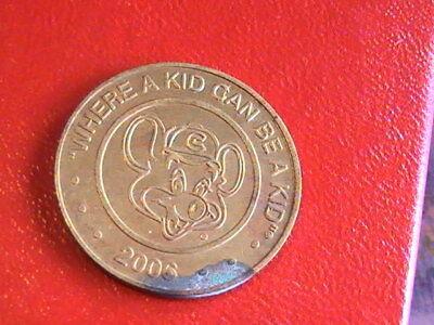 """VIDEO ARCADE TOKEN TOKEN 2008 /""""Chuck E Cheese/"""" WHERE A KID CAN BE A KID"""