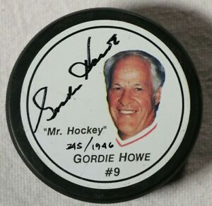 Gordie-Howe-Signed-Autographed-Puck-Beckett-COA-NHL-Detroit-Red-Wings